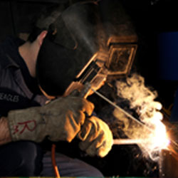 Diseño y fabricación de eje y casquillos de rodaje para arado de agricultura